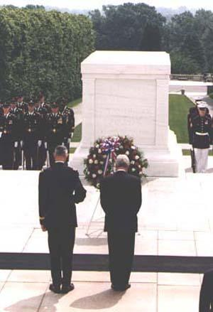 President Clinton Observing Memorial Day at the Tomb of the Unknowns in Arlington, VA, May 25, 1998.